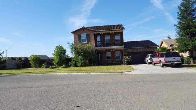 6411 W Dovewood Ln, Fresno, CA 93723