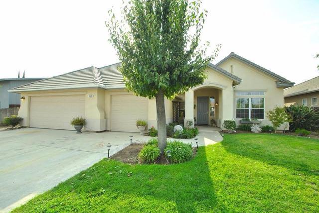 558 Carson Ave, Clovis, CA 93611