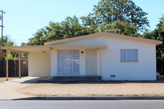 1932 E Ashlan Ave, Fresno, CA 93726