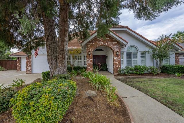 10676 N Coronado Cir, Fresno, CA 93730