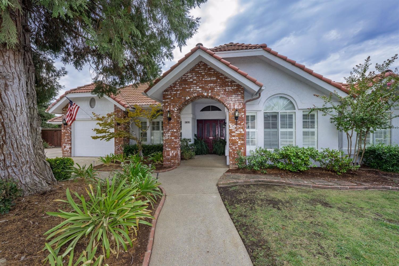 10676 N Coronado Circle, Fresno, CA 93730
