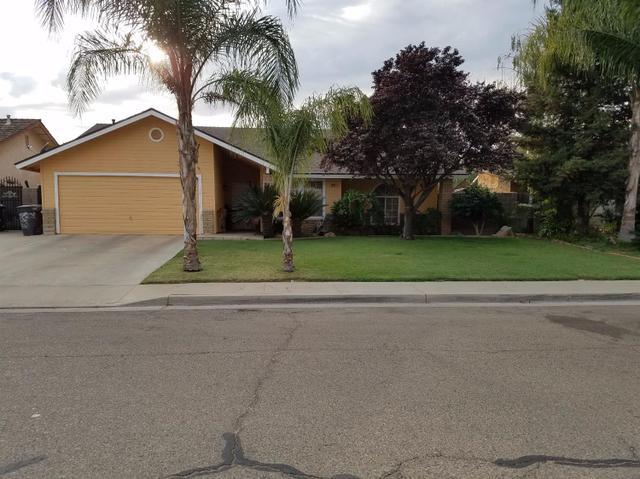 1035 Post St, Sanger, CA 93657