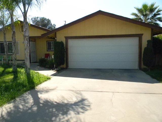 695 N Whitney, Dinuba, CA 93618