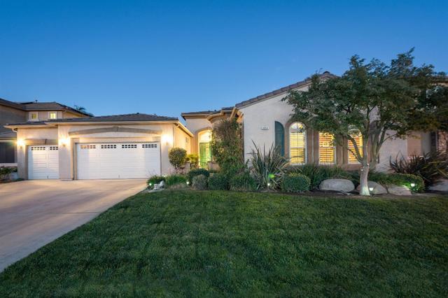 5854 N Caspian Ave, Fresno, CA 93723