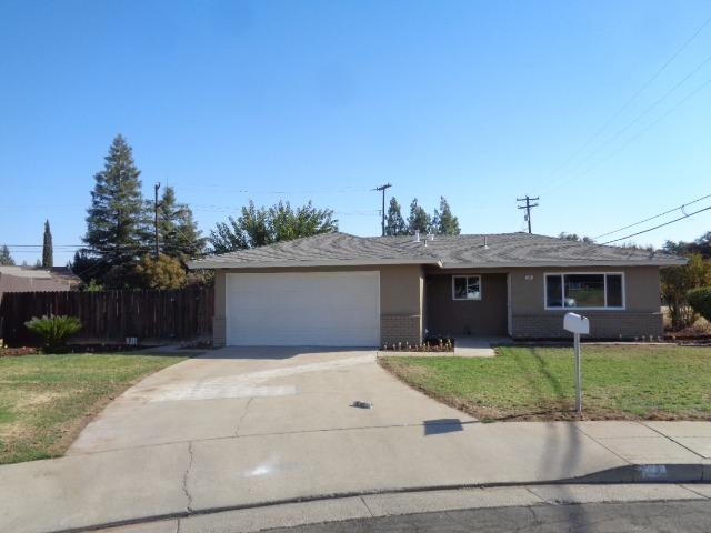 147 10th Ave, Clovis, CA 93612