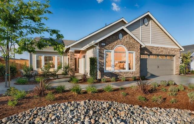 323 Pinewood Ave #60, Sanger, CA 93657