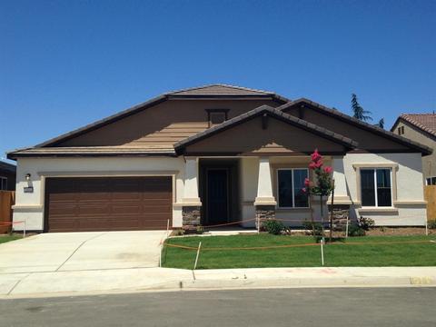 1051 S Shelly Ave, Fresno, CA 93727