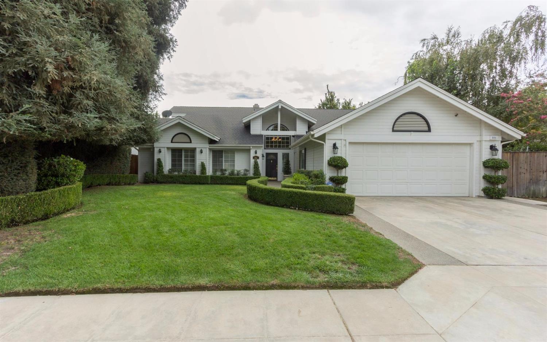 881 E Catalina Circle, Fresno, CA 93730