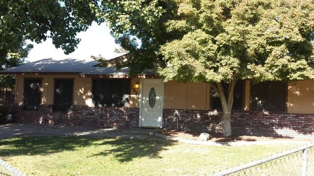 1036 Creek Court Ave, Farmersville, CA 93223