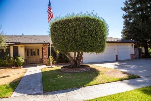 7674 N Barton Ave, Fresno, CA 93720