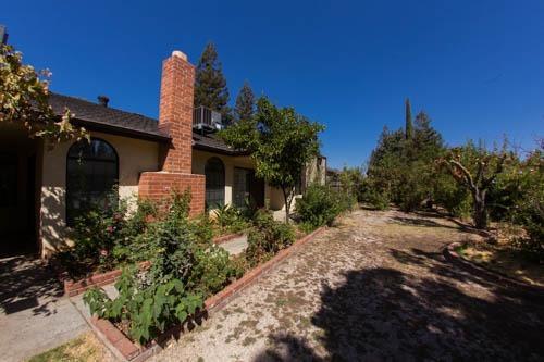 7674 N Barton Avenue, Fresno, CA 93720