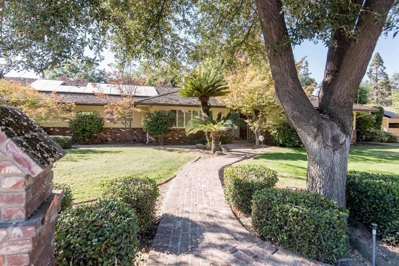 1818 S Country Club Lane, Fresno, CA 93727