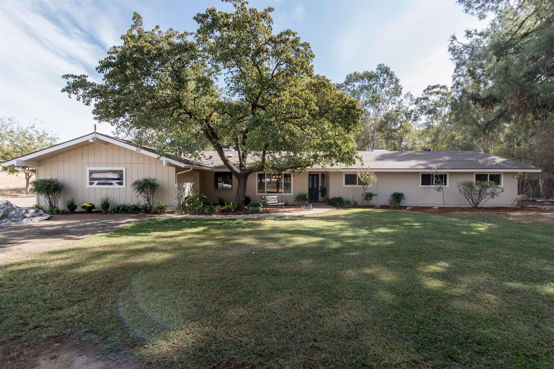 11888 N Armstrong Avenue, Clovis, CA 93619