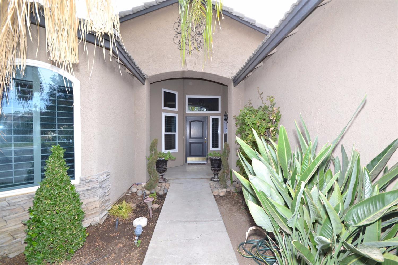 9678 N Shannon Avenue, Fresno, CA 93720