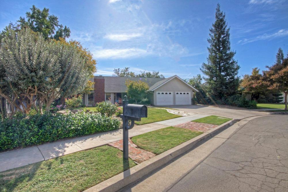 8716 N Amy Avenue, Fresno, CA 93720