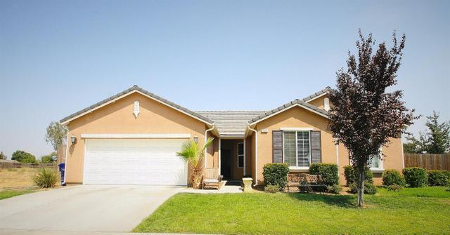 909 Poppy Ave, Dinuba, CA 93618