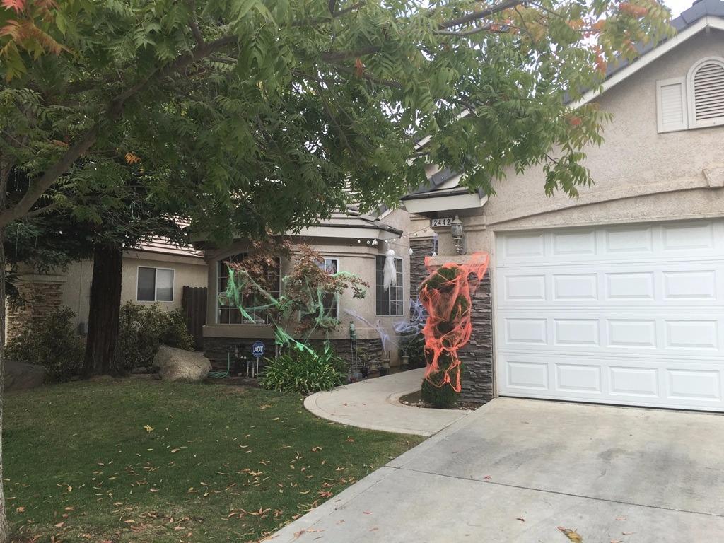 2442 E Fox Glen Avenue, Fresno, CA 93730