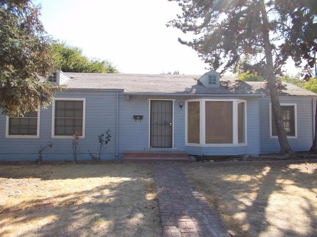 82 E Sussex Way, Fresno, CA 93704