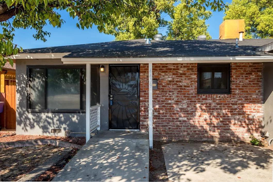 4409 E Ashlan Avenue, Fresno, CA 93726