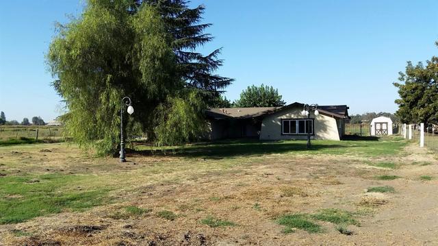 405 N Rio Vista Ave, Sanger, CA 93657