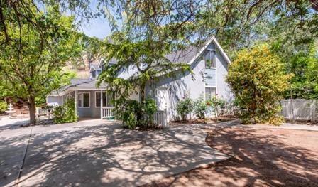 18440 Tollhouse Rd, Clovis, CA 93619
