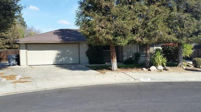 1737 Swift Ave, Clovis, CA 93611