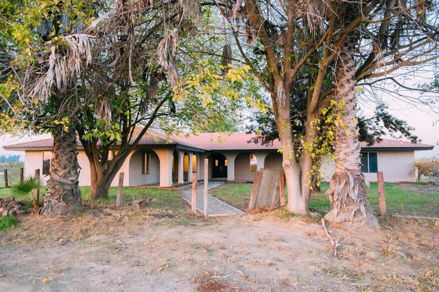 10690 S Henderson Rd, Fresno, CA 93706