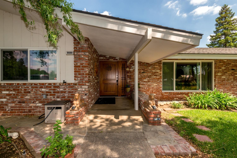 8690 N Sunnyside Avenue, Clovis, CA 93619