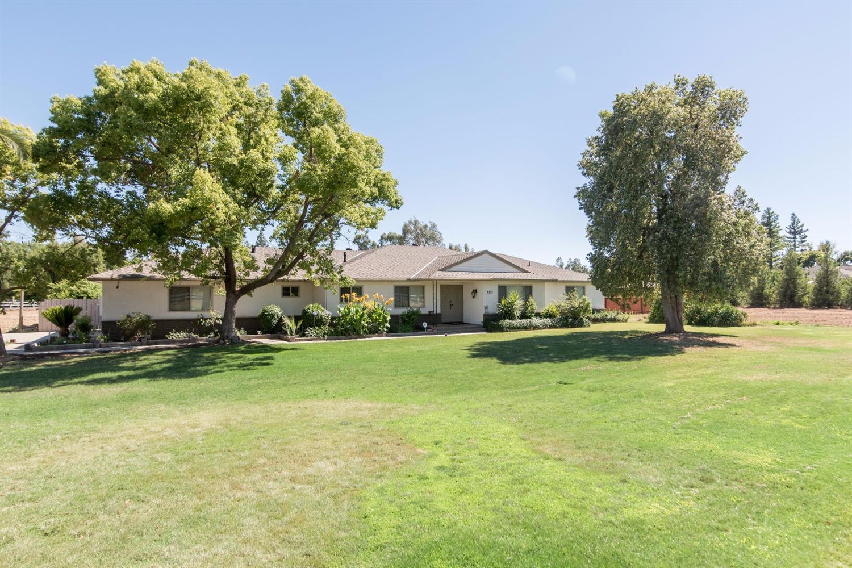 8215 E Nees Avenue, Clovis, CA 93619