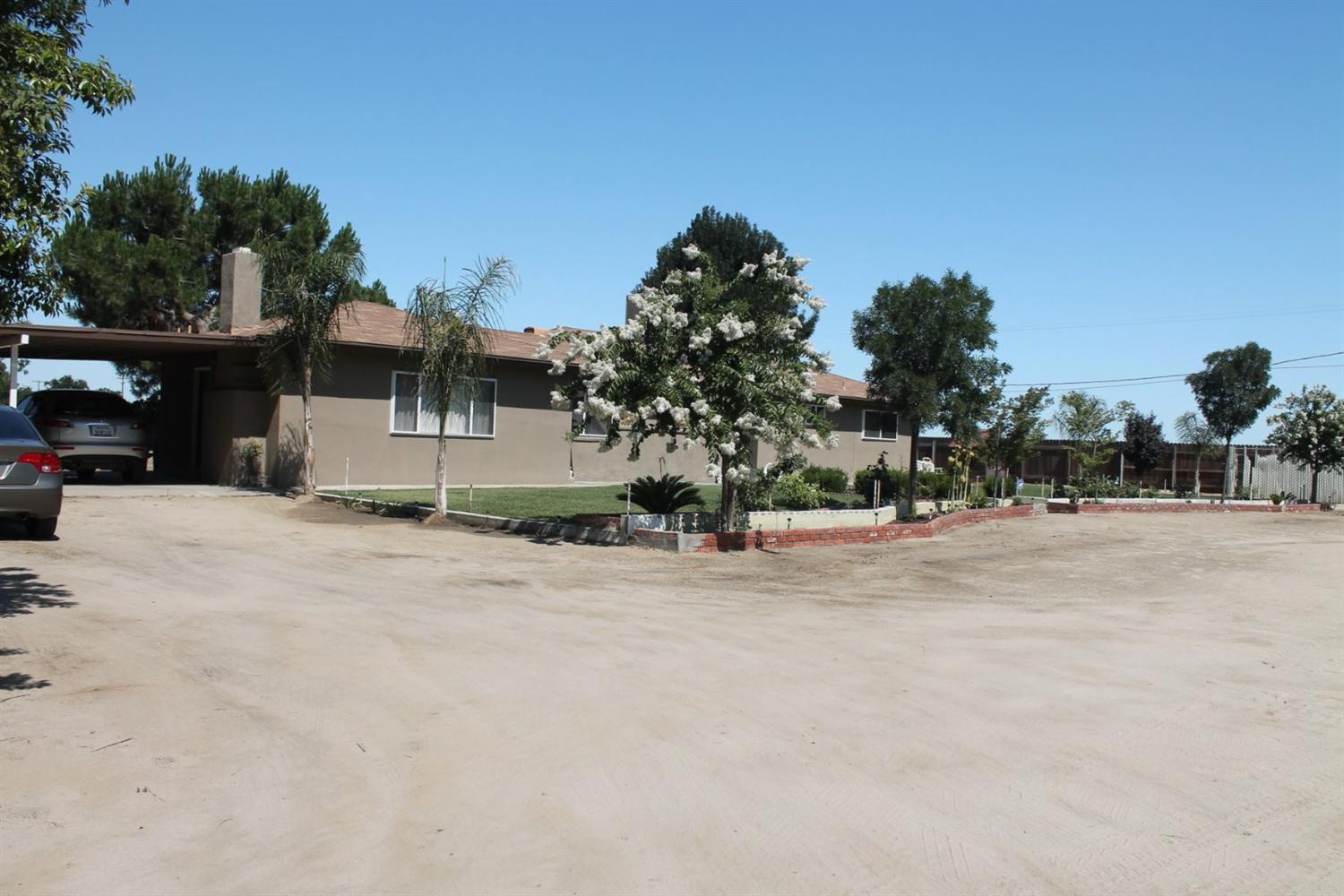 12499 S Fruit Avenue, Caruthers, CA 93609