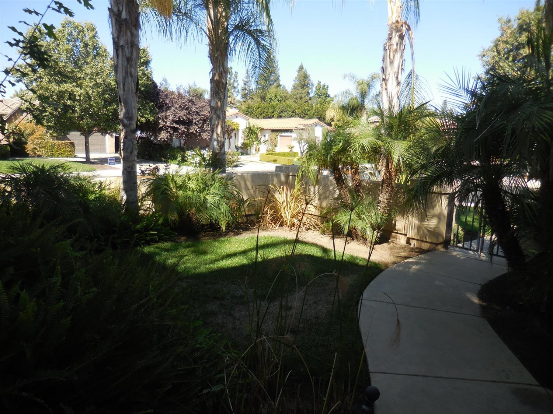 164 W Houston Avenue, Clovis, CA 93611
