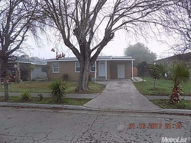 1633 Carol Ave, Dos Palos, CA 93620