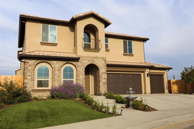 1994 E Amaryllis Ave, Fresno, CA 93730