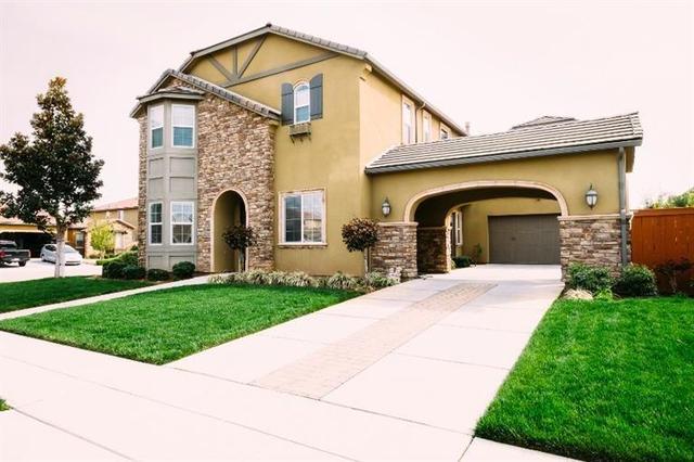 3374 Mitchell Ave, Clovis, CA 93619