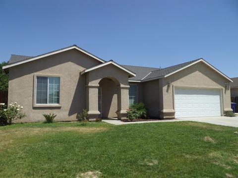 577 W Lindquist St, Kingsburg, CA 93631