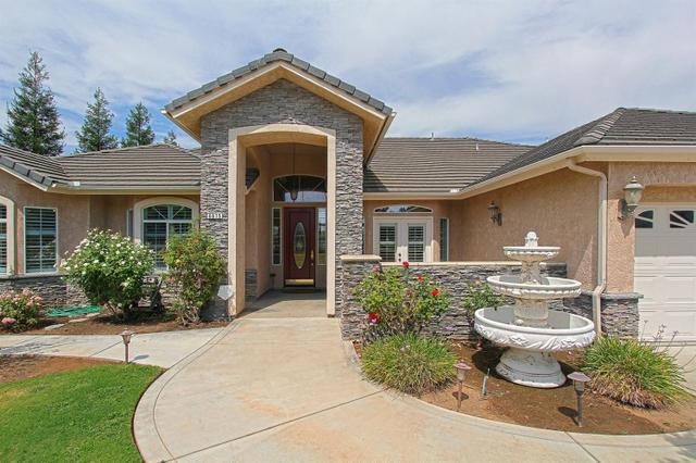 6675 N Leonard Ave, Clovis, CA 93619
