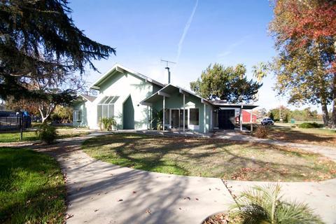 9886 E Belmont Ave, Sanger, CA 93657