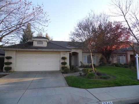2241 E Brandon Ln, Fresno, CA 93720