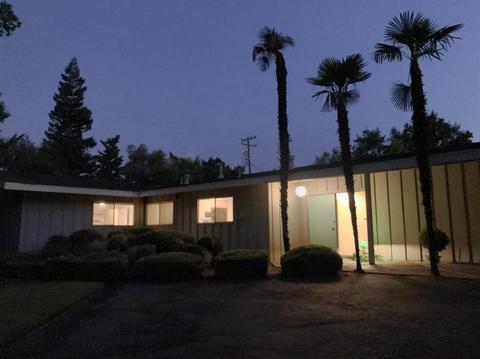 1594 W Robinwood Ln, Fresno, CA 93711