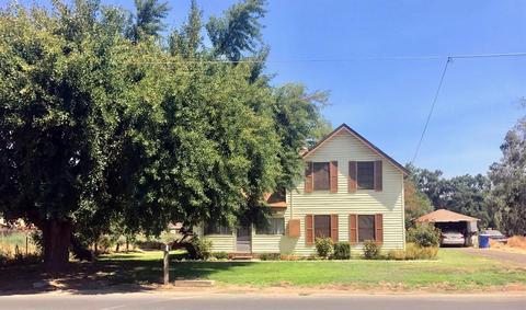 6718 De Woody Ave, Laton, CA 93242