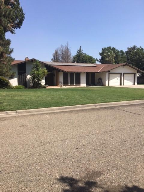 8307 E Sanders Ct, Fresno, CA 93737