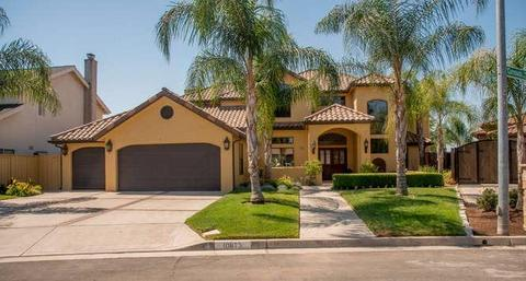 10673 N Coronado Cir, Fresno, CA 93730