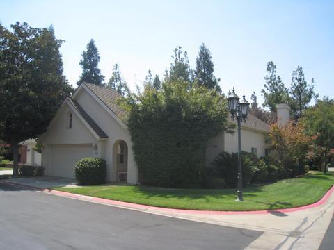 6689 N Nottingham Ct, Fresno, CA 93711