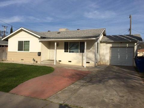 3870 N Hulbert Ave, Fresno, CA 93705