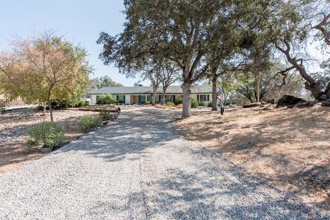 27948 Twin Ponds Rd, Clovis, CA 93619