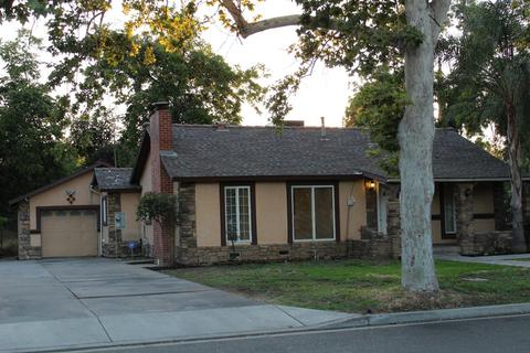 1735 N Angus St, Fresno, CA 93703