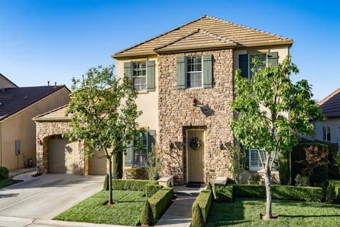 1077 Loyola Ave, Clovis, CA 93619