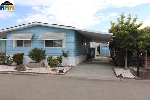 Hayward, CA Mobile Homes for Sale - 36 Listings - Movoto on mobile homes in simi valley ca, mobile homes in salinas ca, mobile homes in san jacinto ca, mobile homes in hobbs nm, coralwood mobile home park modesto ca,