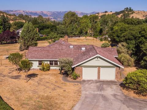 18600 Castle Lake Dr, Morgan Hill, CA 95037