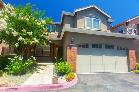 725 Creekside Ct, Gilroy, CA 95020